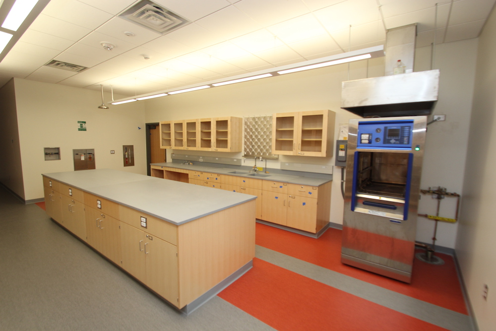 A lab in HCC's new Center for Life Sciences